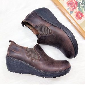 Born BOC brown leather slip on clog booties